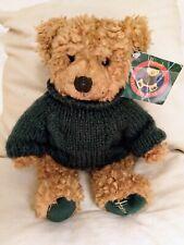 HARRODS London Christmas Bear, Weihnachtsbär 1998. Sitzend - NEU mit Etikett -