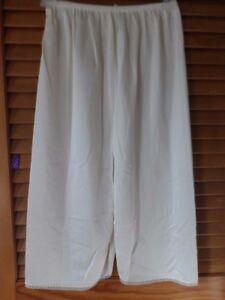 Ladies cream half slip size SM (24/26 waist)