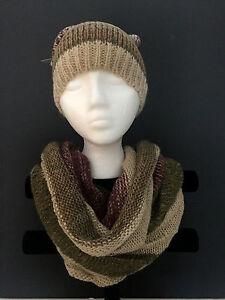 Colorblock knit neck warmer and beanie hat with pom pom Beige