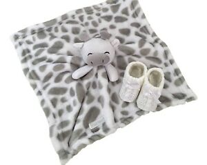 Baby Novelty Giraffe Comforter White & Grey with White Bootees
