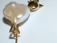Neues AngebotAnstecknadel mit barocke Perle  Fantasieform in 585 Gold