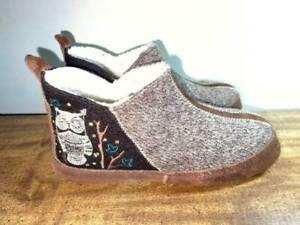 "Women's ACORN ""Chocolate Owl"" Bootie Slippers-Size 8-9-EUC"