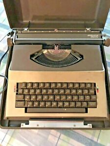 Royal APOLLO 12 Electric Typewriter  Great Condition Tested & Works
