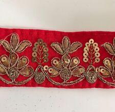 Hilo de ancho Oro Antiguo Indio atractivo Lentejuelas Encaje Floral Tela Rojo - 1 Mtr