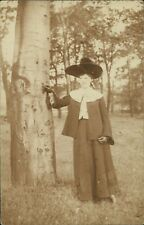 Lady Hat Standing Next To Tree Gloves AJ.761