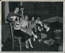 1953 Photo Peggy Ashworth Together W/ Her Friends Sharing A Laugh 10X8