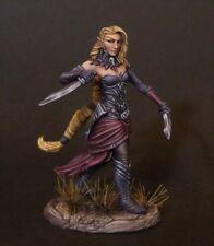 DARK SWORD MINIATURES - DSM7487 Female Elven Rogue