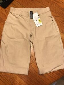 NWT HUE Shorts Essential Denim Boyfriend Short Cuffed U17490H Size S Sandbar