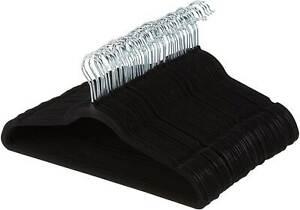 100x Kleiderbügel Basic für Anzug, Kostüm mit Samt überzogen schwarz Kleiderhake