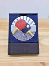 Tischtennis Pokal Kinder Etui-Aufsteller mit Emblem 70 mm Turnier Pokale (e8001)