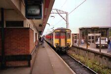 PHOTO  1989 COLCHESTER RAILWAY STATION A 2-CAR CLASS 156 DIESEL UNIT ENTERS THE