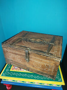 VINTAGE/ANTIQUE INDIAN SOLID WOOD CARVED BOX / DHOWRI BOX