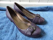 WOMENS LADIES CLARKS PLUM PURPLE COURT STYLE LEATHER SHOES HEELS SIZE 5 D