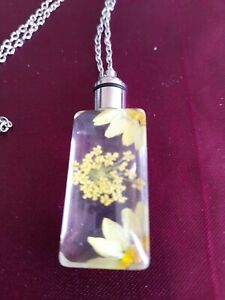 OOPSIE SALE White Floral Resin Necklace
