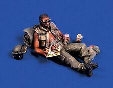 Verlinden 1/35 US Black G.I. lying on ground reading Magazine in Vietnam War 321