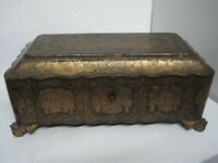 19TH CENTURY CHINESE GILT LACQUER GAMING BOX 129 GAME COUNTERS AND 2 PLAY DATA