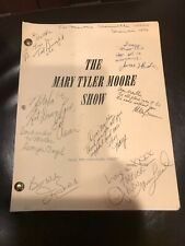 THE MARY TYLER MOORE SHOW 1976 Cast Signed Autograph Original Script