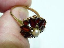Vintage 8K Yellow Gold Ring set w/ Red Granites in Flower-Petal Shape, w/ Pearl