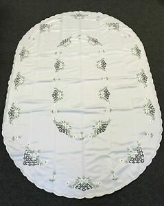 72x90'' Oval Floral Polyester Embroidery Tablecloth 8 Napkins Spring Green Daisy