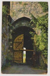 Isle of Wight postcard - 14th Century Gate, Carisbrooke Castle, IOW (A234)