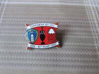 LEEDS United v NOTTINGHAM Forest 2011 - 2012 Championship FOOTBALL Pin Badge