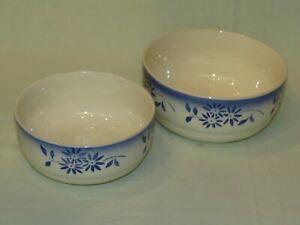 altes Schüssel-Set aus Keramik in weiß mit blauen Blüten 50er Jahre?
