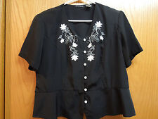 BLACK TOP WITH WHITE EMBROIDERY - Very Flattering Style - SIZE 1x