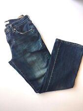Levi's Women's Casual  515 Boot Cut Jeans Back Pocket Detail  Size 8 Blue
