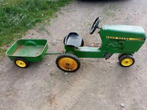 Ertl John Deere Pedal Tractor w/ Wagon Model 520 Original Cast Aluminum Green