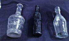 3 BOUTEILLES  PUBLICITAIRES  ANCIENNES 1 A CALVADOS, 1 A SODA, 1 LE DELICIEUX
