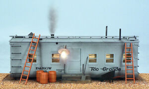 USA Trains R1940 G Roadside Shanty with Smoking Chimney and Lights
