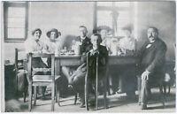 In der Wirtschaft nach dem Kirchgang, Original-Photo, um 1910