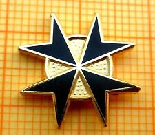 Masonic Lapel Pin Badge - KT Knights Templar - Black Enamel - Cross Malta 15 mm