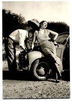 Donne e Motori Gioie e Dolori Coppia con Fiat Topolino PC Circa 1950 Vera Foto