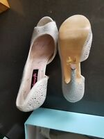 Womens shoes size 8.5 used