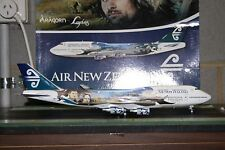JC Wings 1:200 Air New Zealand Boeing 747-400 ZK-SUJ Lord of the Rings (XX2925)