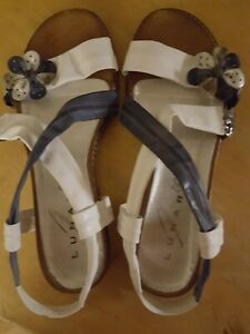 Lovely Sandals Lunar UK 6 39 in cream and airforce blue floral