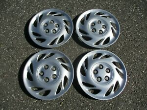 Genuine 2000 to 2001 Saturn L series bolt on 15 inch hubcaps wheel covers nice