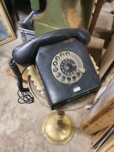 Altes DDR Telefon aus Bakelit