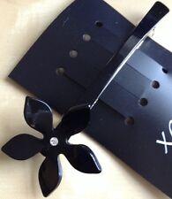Un pasador de Cabello Clip Negro Diseño De Flores