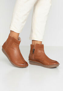 Size UK 5 || Clarks Boots | Shoes || Tan Camel || Women's Leather || Funny Mid