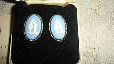 WEDGWOOD CREAM ON LAVENDER BLUE JASPERWARE CLIP ON EARRINGS WOMEN VASE WITH CASE