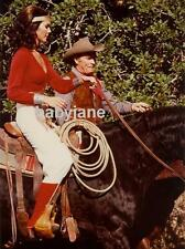 009 LYNDA CARTER AS WONDER WOMAN RIDING HORSEBACK IN RIDING OUTFIT COLOR PHOTO