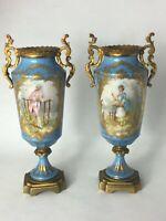 """Paire de Vases couverts, style Sèvres """"bleu céleste"""", monture bronze doré"""