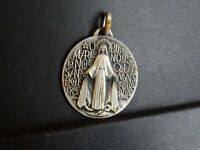 medaille religieuse Maria Miraculous  3.3 x 2.7 cm  MR 945