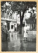 More details for postcard rp.c1960s pablo picasso viewing statue,'man with lamb'.vallauris,france