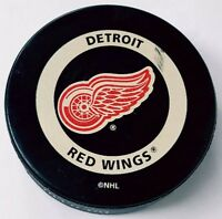 DETROIT RED WINGS VINTAGE INGLASCO NHL OFFICIAL GAME PUCK CANADA GARY B BETTMAN