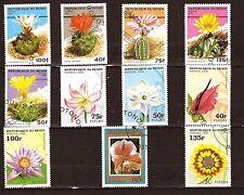 3B2 BENIN 11 timbres oblitérés 1995/96: Cactes et fleurs diverses