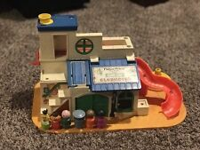 VINTAGE FISHER PRICE PLAY FAMILY CLUBHOUSE WITH 6 FIGURES Sesame Street