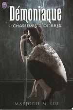 Livre Poche démoniaque 1 chasseurs d'ombres book